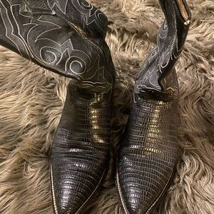 armadillo boots - size 9 - used condition